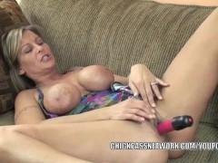 Picture Mature slut Leeanna Heart lifts her skirt to...