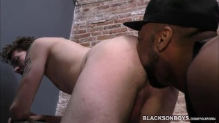 Huge black man fucking a whiteboi in the prison