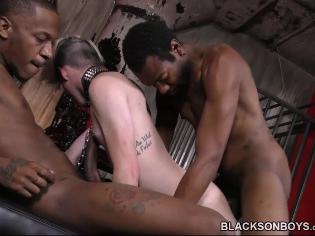 Black Studs Dominating And Banging A White Guy - Free Porn -3772