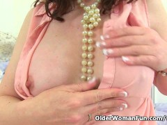 Picture Scottish milf Toni Lace masturbates in panty...