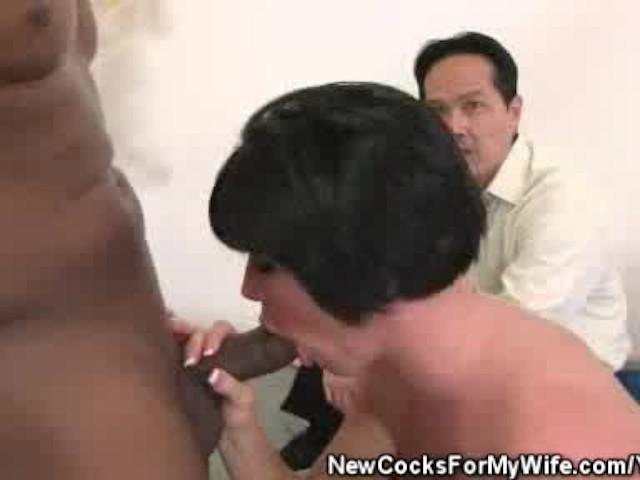 Slutty Asian chick Nozomi Hatsuki prefers fingerfuck