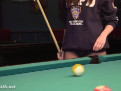 Picture Jeny Smith - playing pool