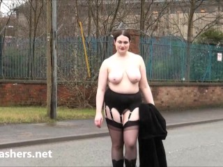 Fat amateur exhibitionist Alyss public nude and outdoor flashing of brunette bbw girlie showing big boobs and giant ass to voyeur punters in the streets