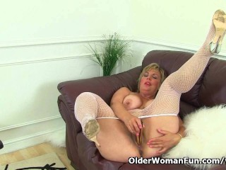 British hot mom Danielle will let you feast your eyes