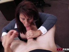 Picture MILF sells her husband s stuff for bail mone