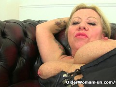 Picture Naughty UK milf Camilla rubs her old pussy