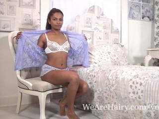 The ebony beauty Alishaa Mae strips naked in bed