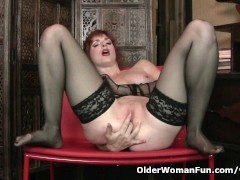 Picture Redheaded milf Amber Dawn looks so slutty in...