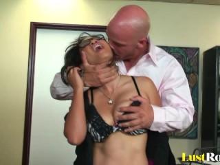 Hardcore slamming for the incredibly lusty Jessica Bangkok.mp4