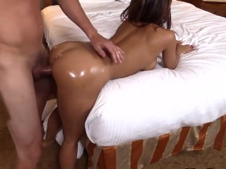 Amateur girl s orgasm makes her whole body shake