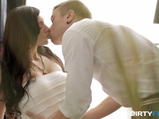 Dirty Flix - A taste of honeymoon sex