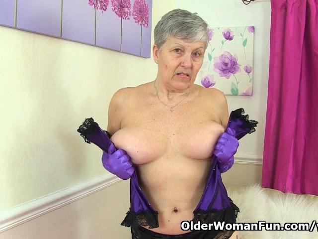 British Granny Savana Still Loves Toying Her Old Pussy -5879