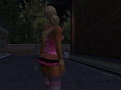 Picture Une jolie blonde virtuel en mini jupe rose e...