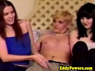 Retro amateurs fucked in threeway