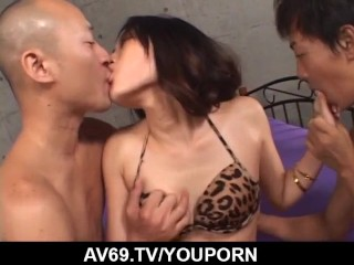Yui Komine loves the feeling cock cock in her holes