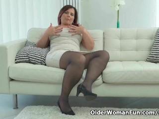 Curvy milf Riona wears sexy pantyhose
