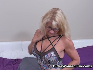 Canadian milf Bianca is ready for fun today