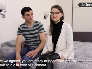 Defloration of Sasha - cute girl makes sex with a guy for the first time