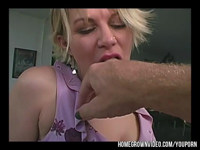 Wet erotic finger tit milf