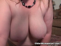Picture Curvy milf Jewels Carter can t control her s...