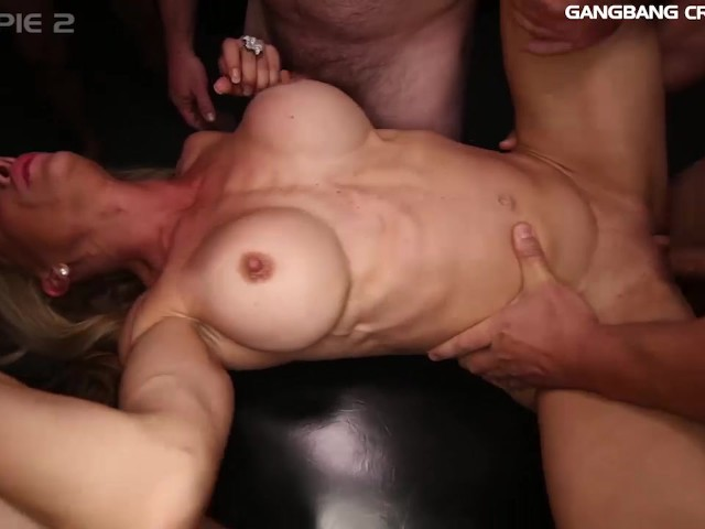 fit amateur milf fucking threesome