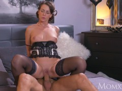 Picture MOM Mature Housewife in stockings squirting...