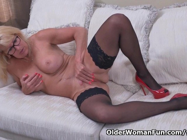 Canadian Milf Bianca Strips Off And Plays - Free Porn -1756