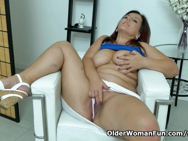 Euro Milf Riona Needs A Masturbation Break - Free Porn -3937