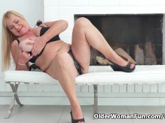 Picture Euro granny Pem lets her big old tits hang l...