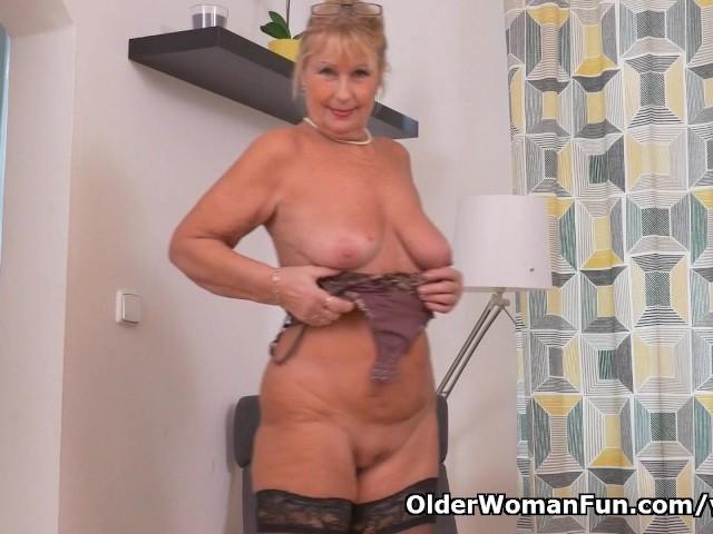 Euro Granny Gigi a besoin de Rub One Out - Porn Videos Gratuit-8284