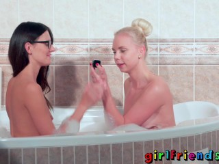 Girlfriends Bathroom lesbian pussy licking with underwater spy camera