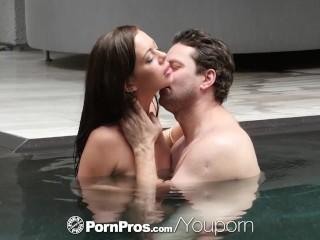 PORNPROS Brunette Stella Daniels sucks dick by the pool