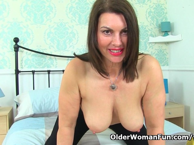 British Milf Raven Will Turn You On With Her Hot Body -5290