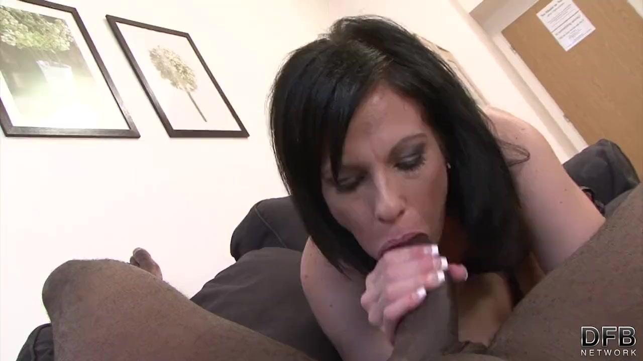 Horny brunette milf pussy