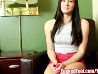 Teen Kymberlee Anne Gets Feet Fucked for the First Time!