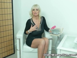 Euro milf Roxana exposes her big tits and rubs her cunt