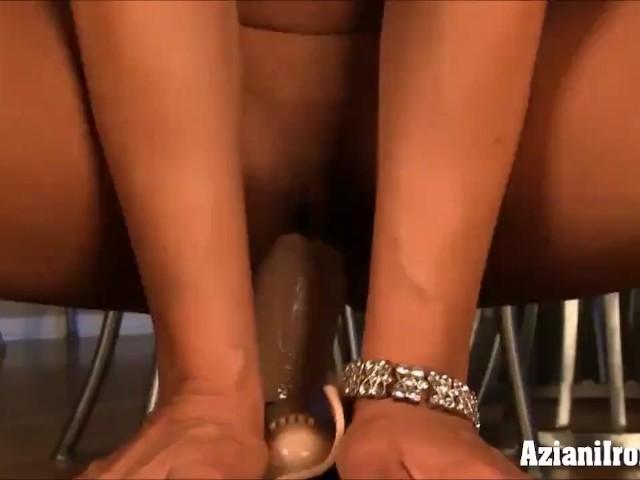 Sexy Girl Loses Virginity