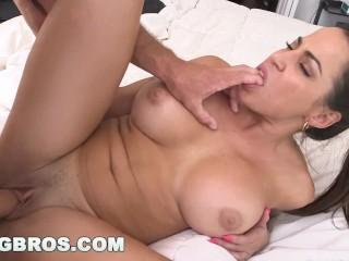 BANGBROS – Great tit Latina maid Julianna Vega takes penis (mda13561)