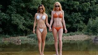 Svart kvinne naken modeller