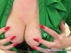 English milf Red put...