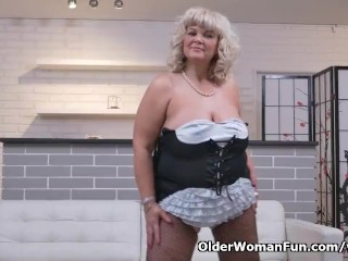 Euro gilf Renatte pleasures her plump pussy with a dildo