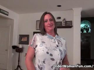 American milf Brandi Smith peels off sheer nylon pantyhose