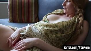Yanks Blondie Nichole Rubs Her Bushy Twat