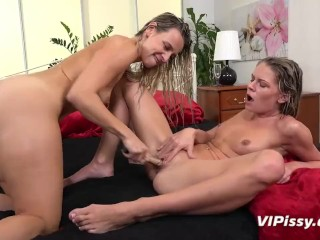Vipissy – Claudia and Bianca