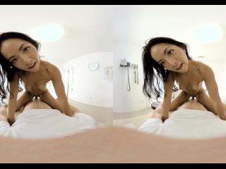 VR PORN-Teen Vinna Reed Play With A Big Glass Dildo(VR)