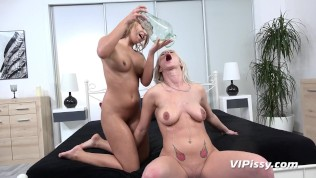 Vipissy - Blonde lesbians Kate Hill and Licky Lex taste each others pee