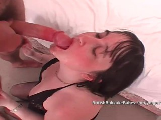 Two amateurs thank men after they cum in their mouths