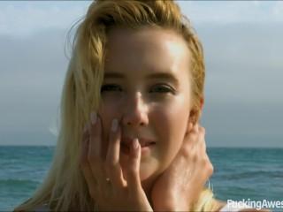 Sun, Beach and Sex - Samantha Rone