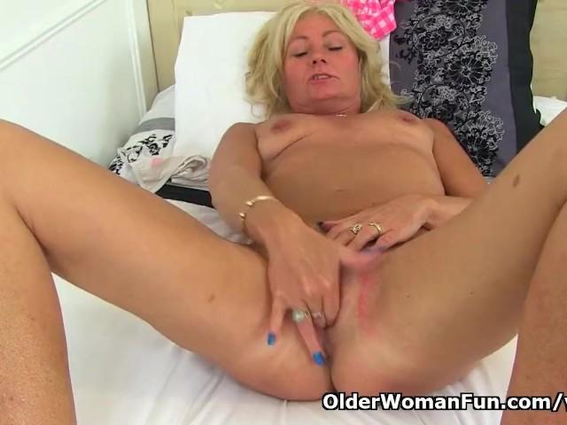 English Milf Ellen Fingers Her Wide Open Gash - Free Porn -9349