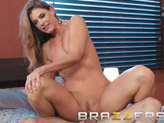 Brazzers – Mischievous sexy milf India Summer knows how to cheer people up